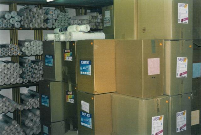 Tapetbutikken med tapet i kassevis