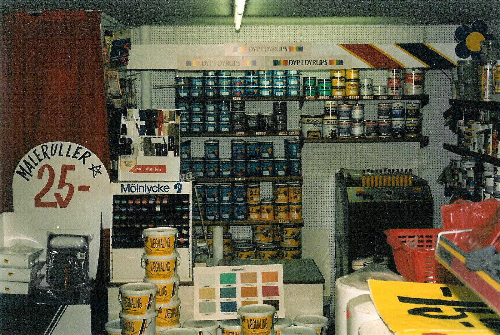 Tapetbutikken med maling og farveblander